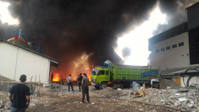 Kebakaran di Pelabuhan Muara Baru, Belasan Kapal dilalap si Jago Merah