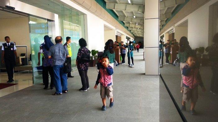 suasana di terminal keberangkatan penumpang bandara yia