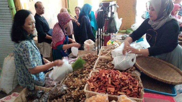 masyarakat serbu empon empon di pasar beringharjo