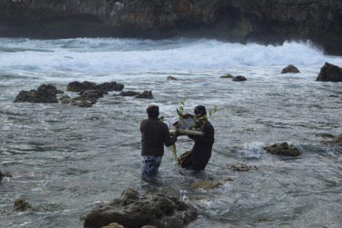 Larung Agung Pantai Sembukan Kecamatan Paranggupito Wonogiri, Diprakarsai Mantan Bupati Begug Poernomosidi, Ternyata Untuk Mendoakan Pandemi Berakhir dan NKRI Jaya