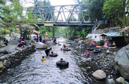Pitek Kalkun Tawarkan Piknik Tongkrongan Ekonomis di Daerah Ngaglik, Sleman. Wisata Air Aliran Kali Kuning yang Bening dan Adem Bikin Bocah-bocah Betah Keceh