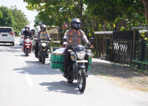 Dari Desa ke Desa, Aksi Mulia Kapolres Sukoharjo Tak Canggung Motoran Bawa Bronjong Keliling Bantu Sayuran untuk Warga